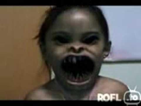 Close Up Girl Wallpaper Grinse Backe Horror Face Gruseliges Kind Video Cool Boy