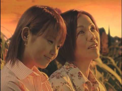 Abe Natsumi and Yosumi Keiko - Haha to Musume no Duet Song (PV)