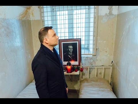 Prezydent Andrzej Duda w celi rotmistrza Witolda Pileckiego