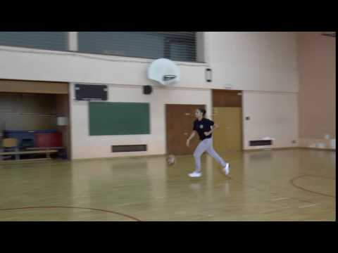 Pravocrtno vođenje lopte i osnovno ubacivanje desna