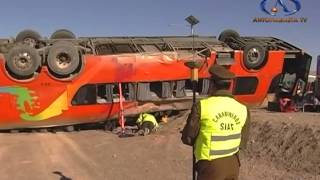 Tres muertos y decenas de heridos deja accidente de bus