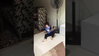 Anak ini terkena penyakit saraf karena bermain gadget