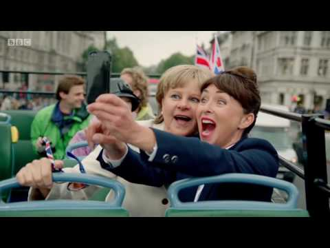 "Tracey Ullman - Angela Merkel Sings ""99 Red Balloons"" (Full Sketch)"