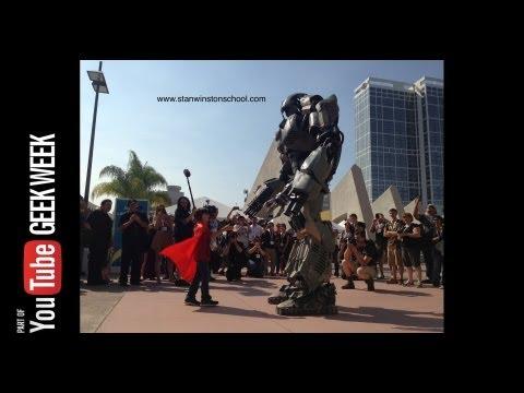Giant Robot Mech befriends Little Girl @ Comic-Con 2013