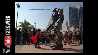 Giant Robot Mech befriends Little Girl @ Comic-Con 2013