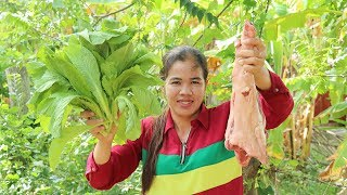 Awesome Cooking Mustard Green Soup With Pig Leg Delicious -Pig Leg Soup Recipe -Primitive Technology