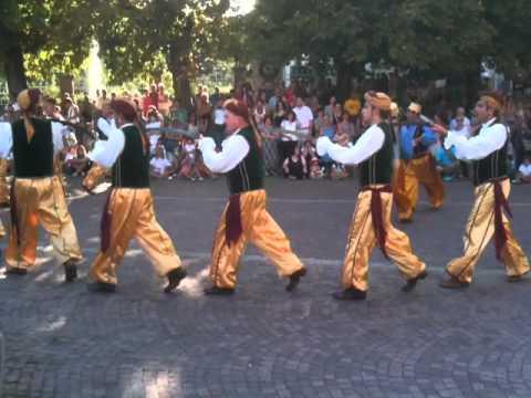 Bagnasco Bal do Sabre Sword Dancing