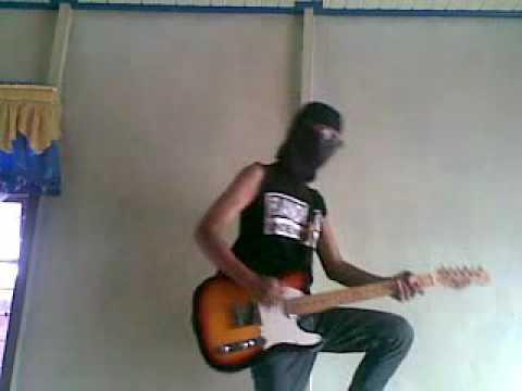 Penjahat cinta Band judul lagu