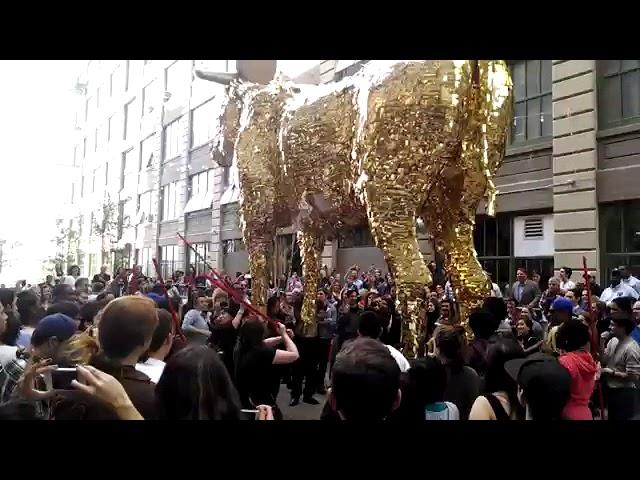 Giant golden bull Pinata / Гигантская Пиньята золотой бык