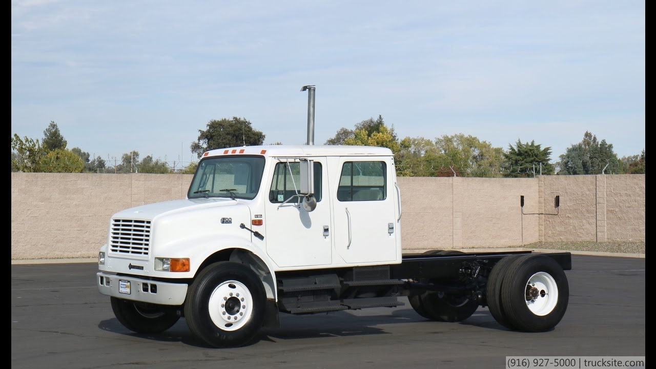 2002 International 4700 Crew Cab & Chassis