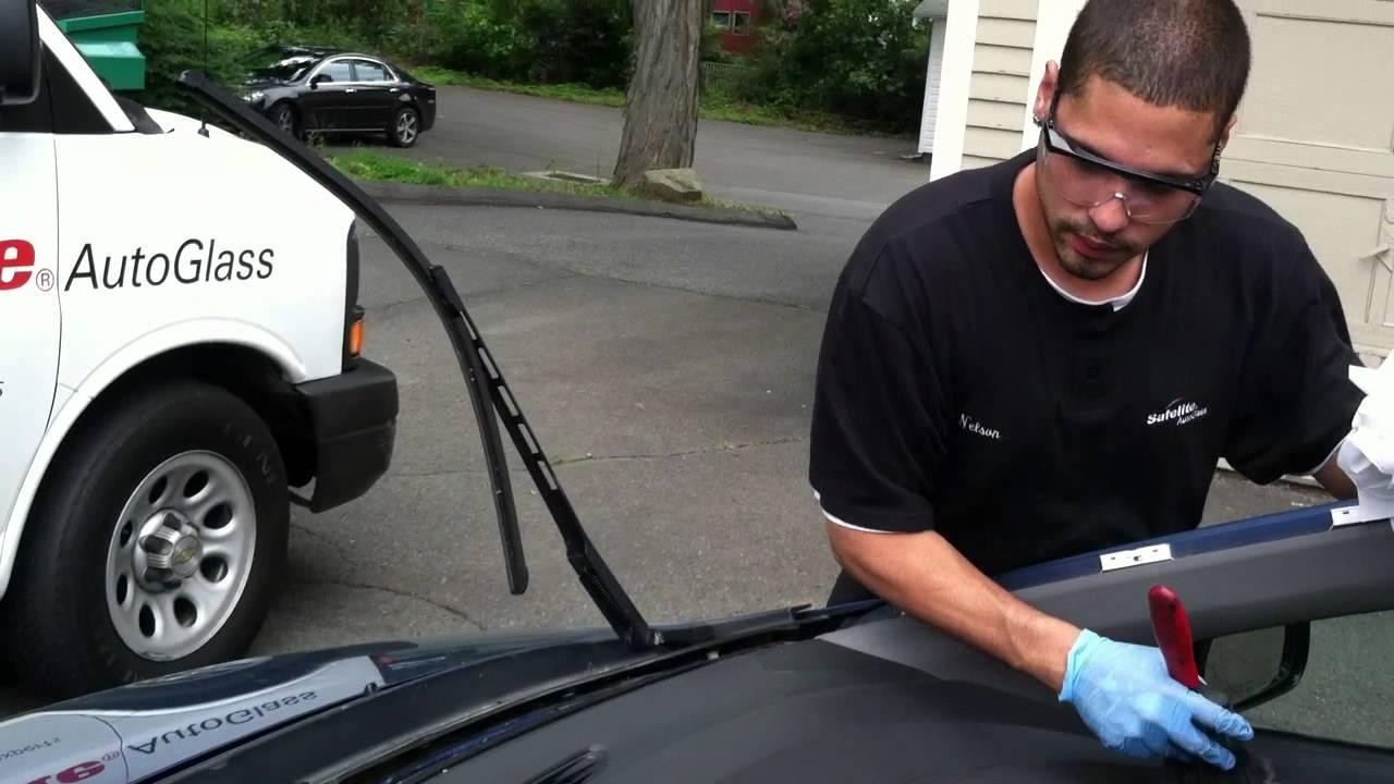 Safelite Auto Glass Install