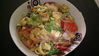 Салат из море продуктов с авокадо