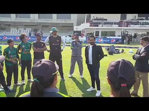 Captain Sarfraz Ahmad giving tips to Women cricket team at Karachi thumbnail