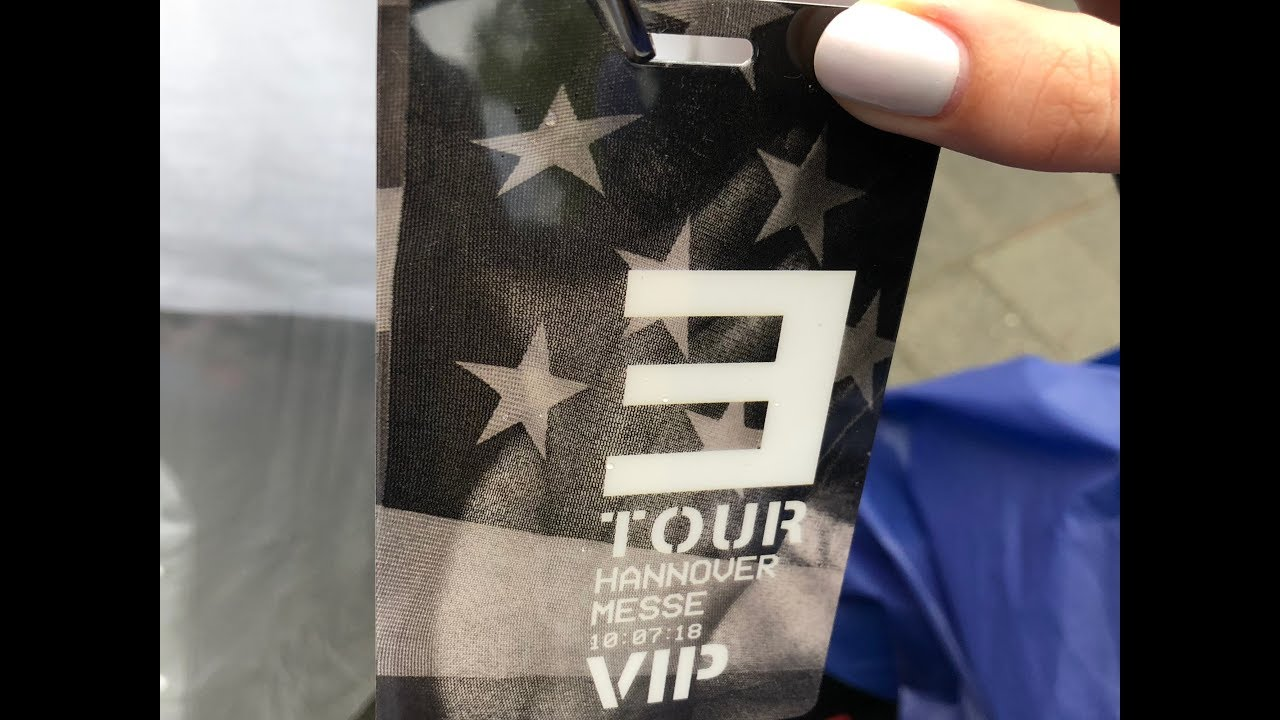 Gifts giving to eminem concerts vip guests youtube gifts giving to eminem concerts vip guests m4hsunfo