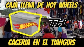 Chachareando hot wheels in the tianguis box full of hot wheels