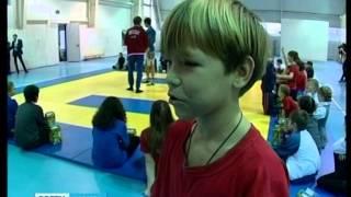 Дети-сироты вступили в бой с двукратным чемпионом мира по боевому самбо