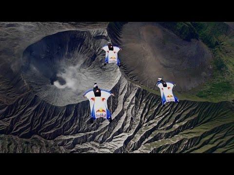 sportourism.id - Wingsuit-di-Atas-Bromo-Indonesia