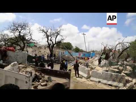 Raw: Somalia Bombing Near Presidential Palace