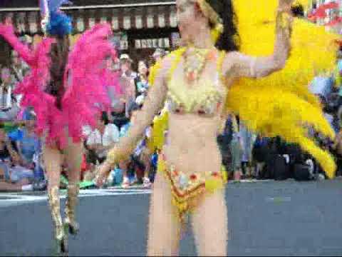 浅草サンバカーニバルで裸のダンサー ▶6:52