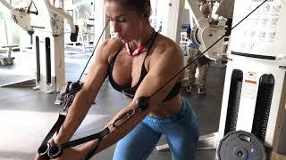 Сведение рук и жим в блок машине (грудные мышцы) Fly in cable machine