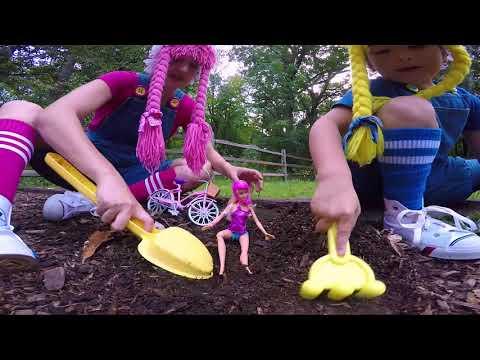 Barbie en su Bicicleta encuentra Bellotas S2:E178