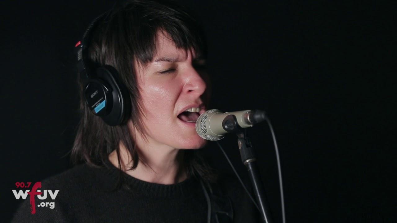 jen-cloher-analysis-paralysis-live-at-wfuv-wfuv-public-radio