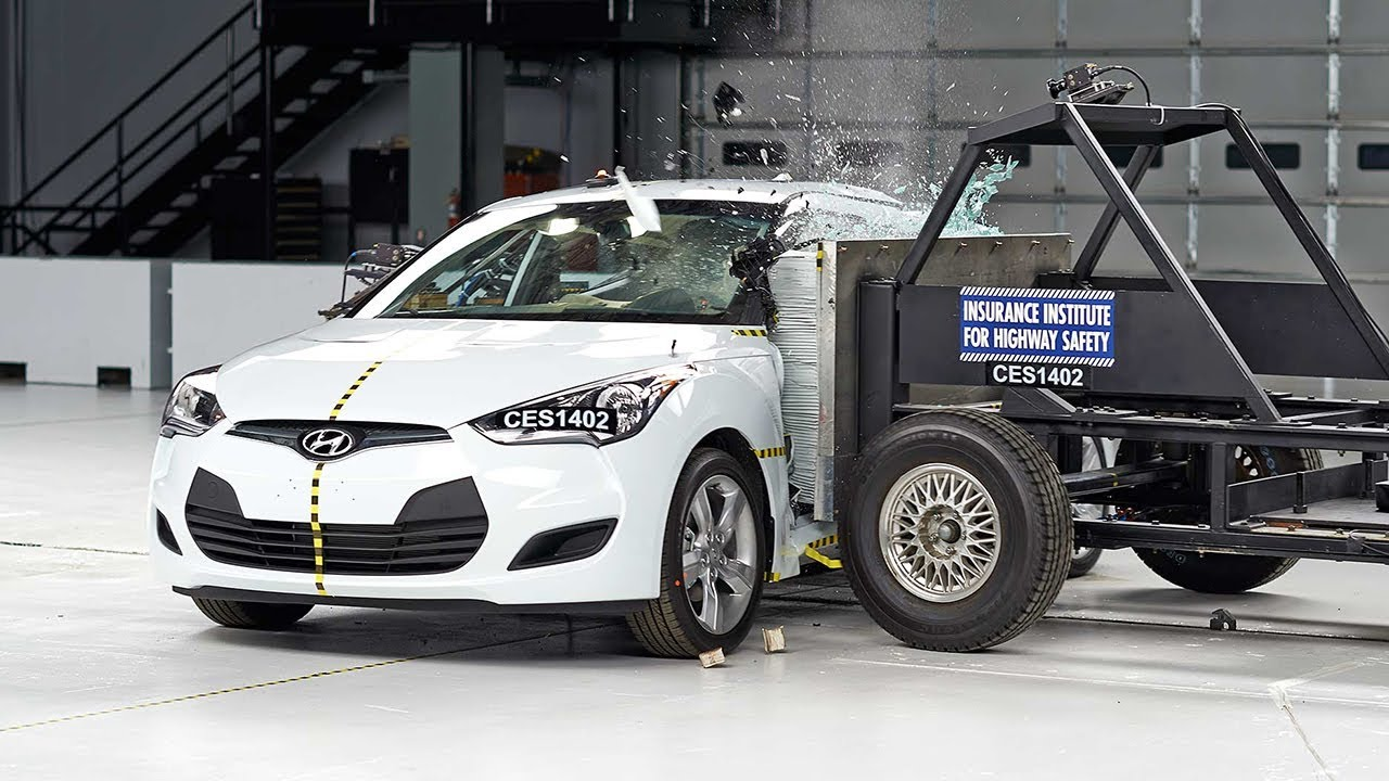 2014 Hyundai Veloster Side Iihs Crash Test Youtube