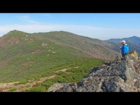 主峰やユジノ市内一望 北方の名山サハリンのチェーホフ山に登る2013/10/10北海道新聞