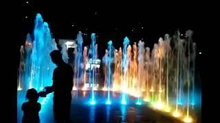 Южная Корея ночью  танцующий фонтан в пусане