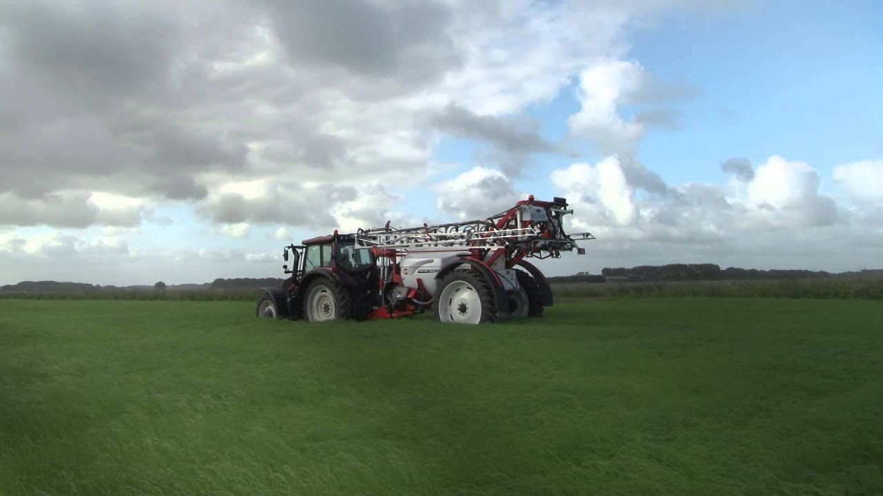 KUHN METRIS 2 - Trailed agricultural sprayers (In action)
