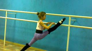 -Stretching. Classical  dance/     фигуристка  Микутина О  - 10 лет. -третий год обучения.