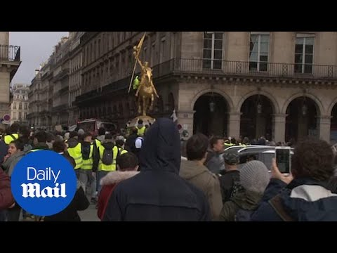 Paris police used tear gas as protests enter 6th week in France