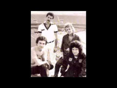 8. Need Your Loving Tonight (Queen-Live In Sao Paulo: 3/20/1981)