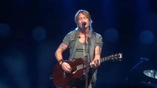 "Keith Urban sings ""Break on Me"" live at PNC Music Pavilion"