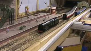TWO  HORNBY SOUND  DUTCHESS RUNNING TOGETHER