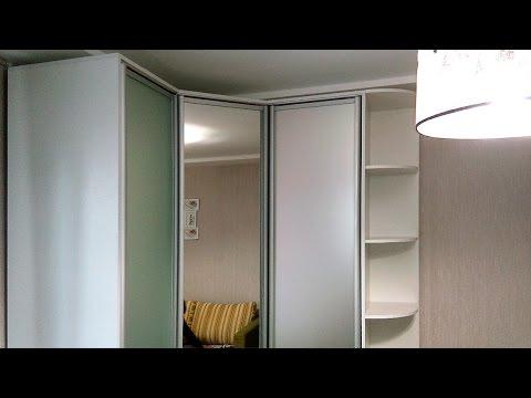 угловой шкаф-купе с распашными дверями (3 двери) и стол в детскую