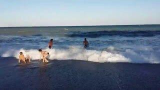 ШОК!!! ХИЛС НА ПЛЯЖЕ! ЯЛТА // Отдых в Крыму 2016(СКРЫТАЯ СЪЁМКА БЛОГГЕРА ХИЛСА:) Хилсон137 купается на пляже! Ялта. 2016 СКОРО НОВЫЕ ВИДЕО ИЗ ЯЛТЫ! ^_^ СОТРУДНИЧЕ..., 2016-04-07T17:09:34.000Z)