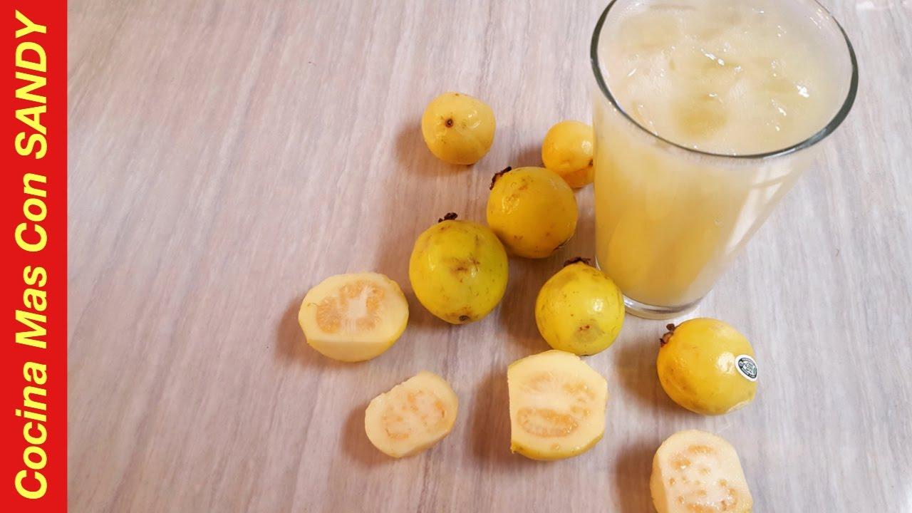 Preparar agua con leche de guayaba como