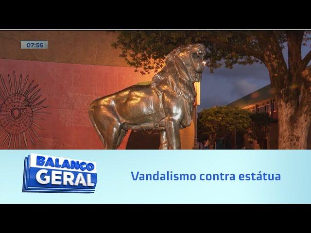 Vandalismo contra estátua: Além de serem presos, os envolvidos podem ter de pagar multa