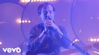 Смотреть клип Bombay Bicycle Club - Come To