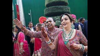 Nita, Mukesh Ambani dance in son Akash's 'baraat'
