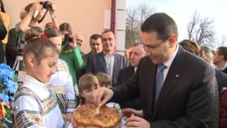 Cernauti - Ucraina - Primul-ministru Victor Ponta a vizitat gradinita Lumea Copiilor din Cernauti