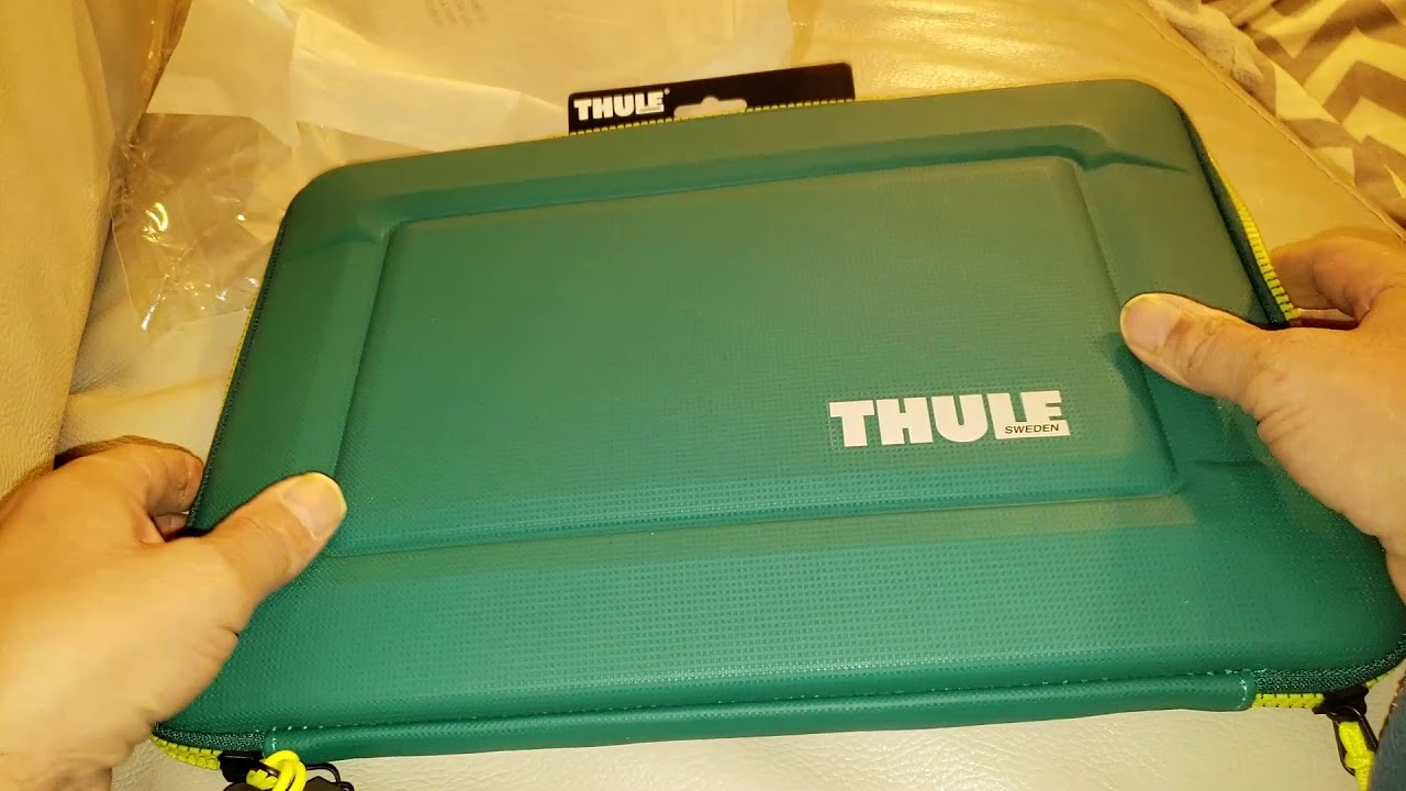 Thule Gauntlet 3 0 15 Inch Macbook Pro Sleeve Storm Green Leichen Yellow 3203250 Youtube