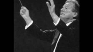 Sir Neville Marriner conducts Orchestra of Cadaqués and Choir Amici Musicae. Pavane. Fauré
