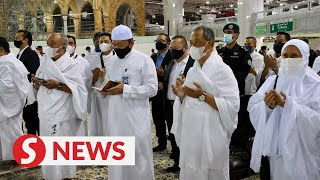 PM and wife perform Umrah