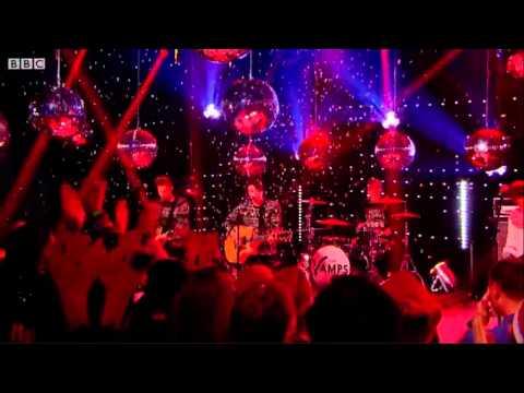 The Vamps - 'Jingle Bells' En Top Of The Pops 25.12.14
