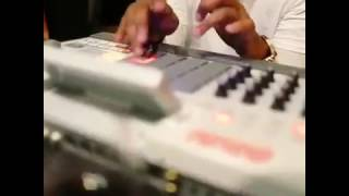 MIKE WILL MADE IT MAKING A BEAT ON THE SPOT