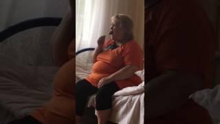 Бабуля сосёт Чупик !