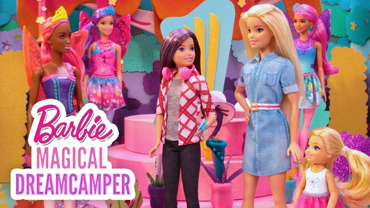 REGENBOGENFEEN IM MUSIKGARTEN   Barbies magischer Abenteuer-Camper - Episode 1   @Barbie Deutsch