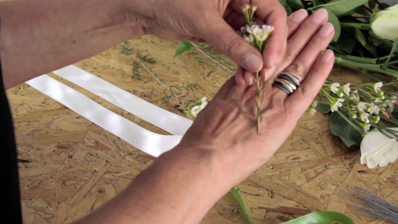 Diy wedding flowers how to wire and tape flowers and foliage by diy wedding flowers how to wire and tape flowers and foliage by campbells flowers izmirmasajfo